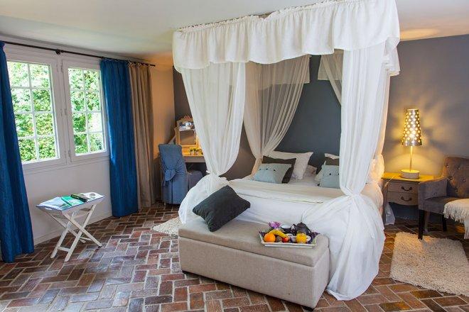 lodge-marine-lit-baldaquin-hotel