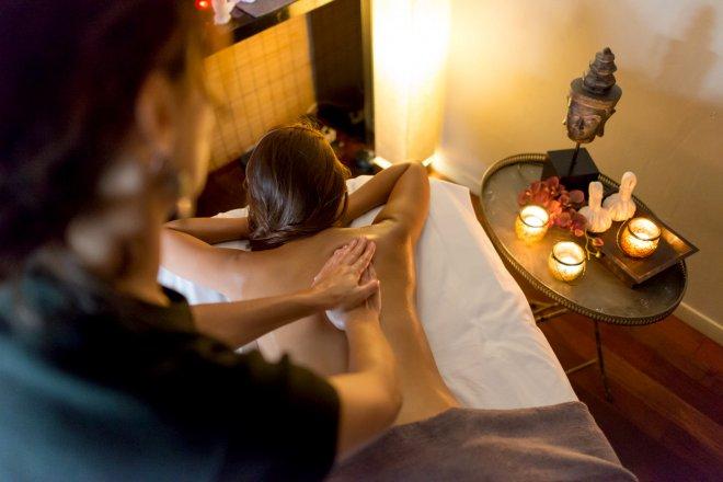 presentation massage sur mesure bien être corps et visage detente relaxation pierres chaudes au SPA du domaine de bellevue hotel et restaurant proche de Paris.