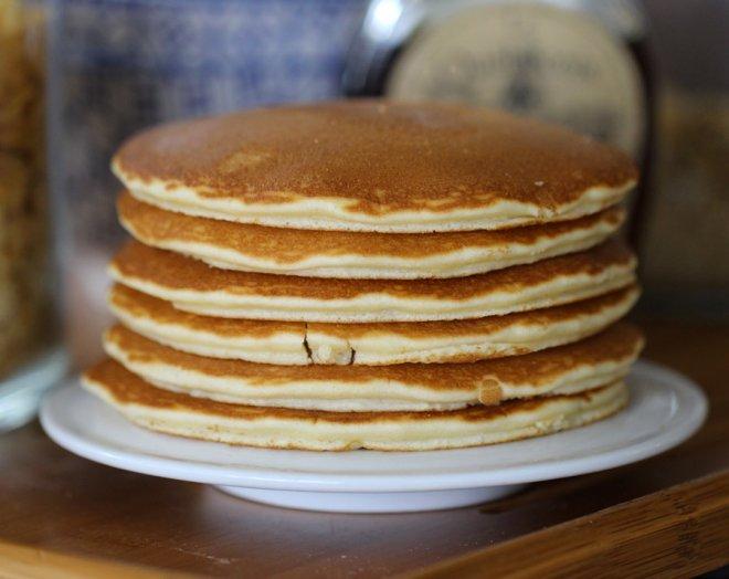 petit-dejeuner-pancakes-fait-maison