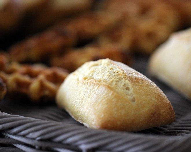 petit-dejeuner-petit-pain-frais