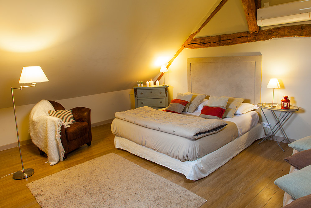 Chambre standard duplex lit double confort detente et decoration hotel domaine de bellevue. Calme repos détente à 2 Apres de paris et disneyland