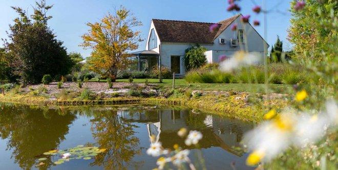 Acceuil-Domaine-de-Bellevue-etang-mare-eau-hotel-restaurant-spa