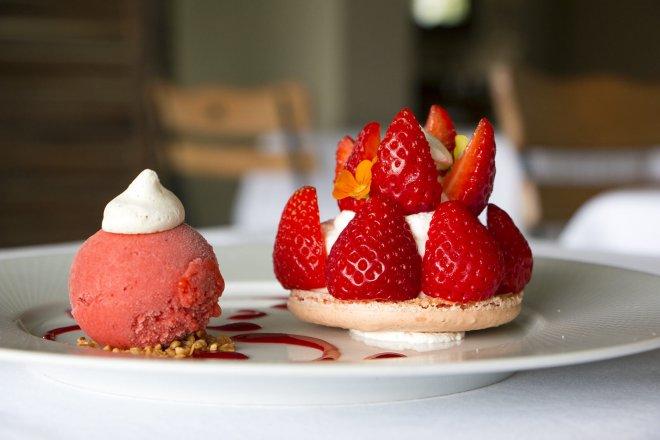 dessert-macaron-fraise-gariguette-glace-sorbet-creme-combava