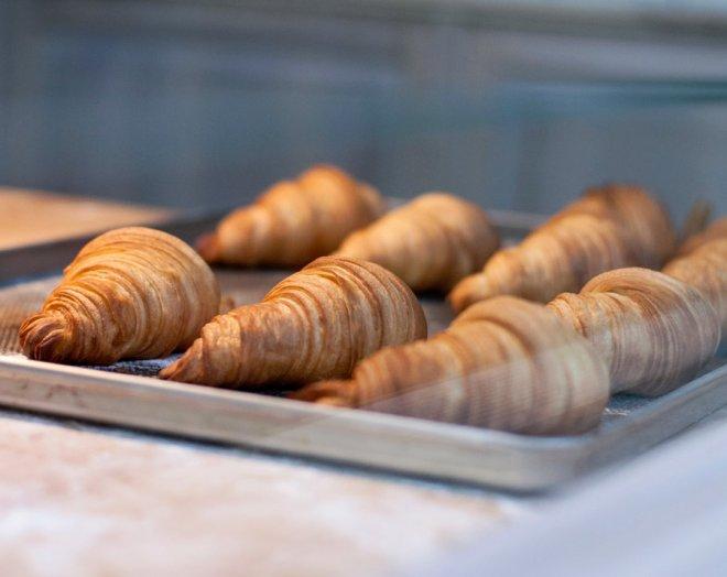 petit-dejeuner-croissants-beurre