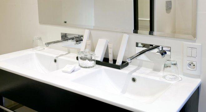 salle-de-bain-double-vasque-blanc