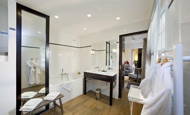 salle-de-bain-peignoir-blanc-hotel-77-campagne-calme