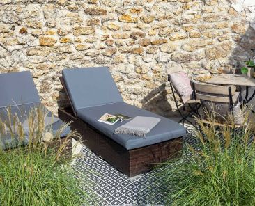 terrasse-privative-bain-soleil-champagne-mobillier-jardin-hotel-paris